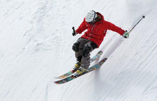 Wyjazd na narty w prezencie na 18 urodziny dla młodego mężczyzny