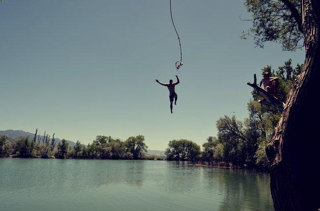 Wypad nad jezioro w prezencie na 18 urodziny dla młodego mężczyzny