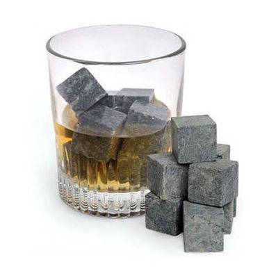 praktyczne_prezenty_na_parapetowke_kamienie_do_whisky