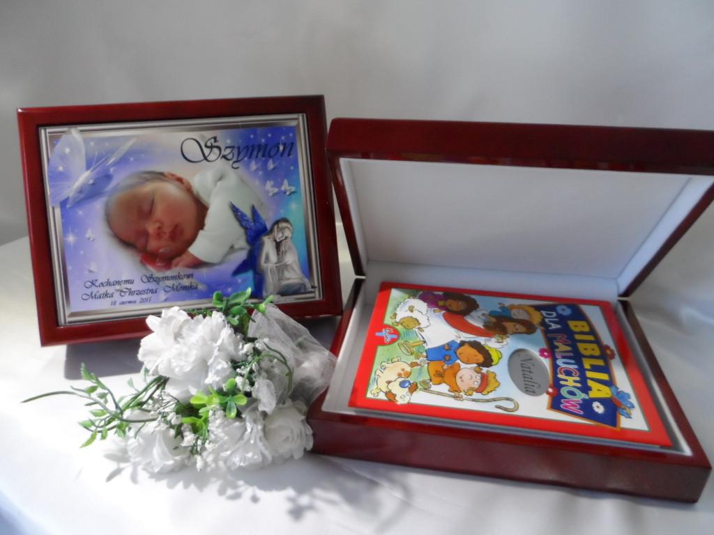 pamiatki_na_chrzest_czy_to_dobry_pomysl_na_prezent_spersonalizowana_biblia_dla_najmlodszych