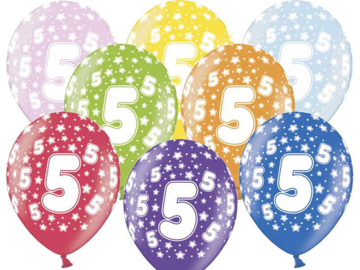 Prezent_urodzinowy_dla_5_latki_balony_z_liczba_5