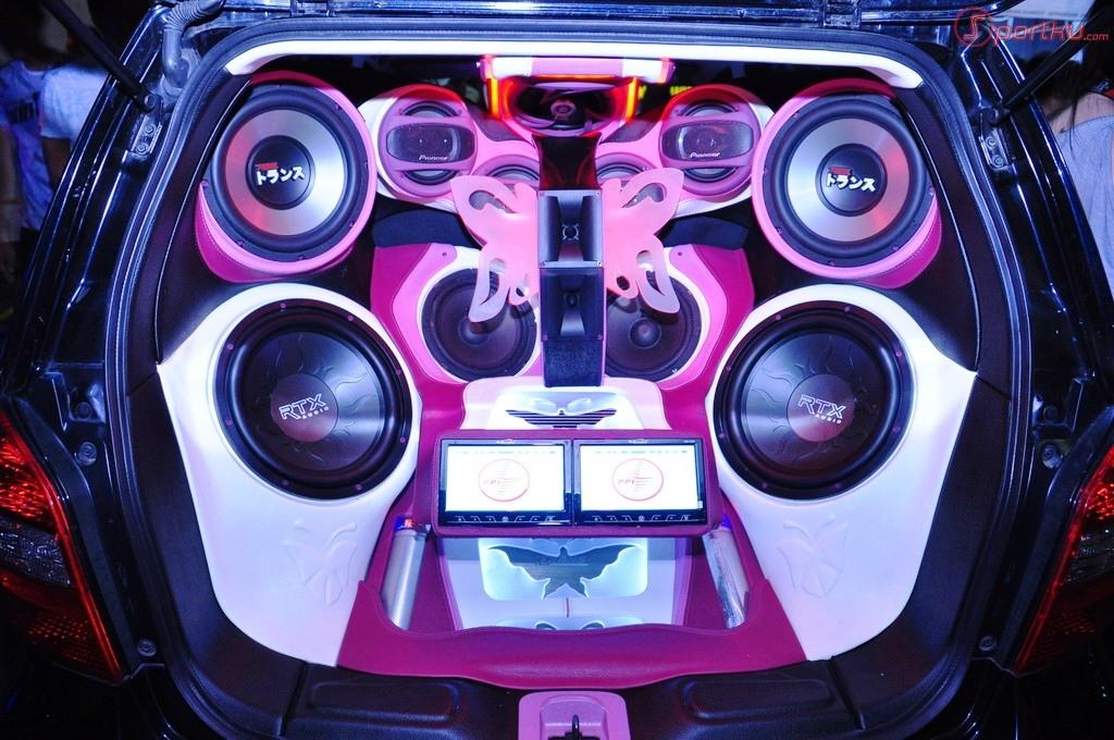 muzyczny samochód dla miłośnika muzyki