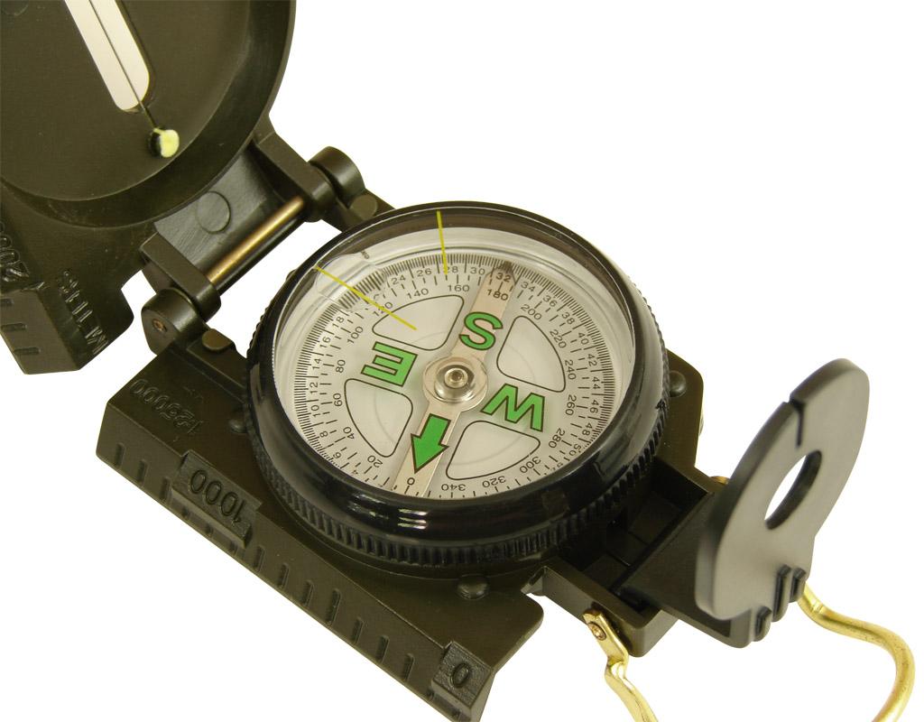 Kilka_prezentow_dla_harcerza_kompas