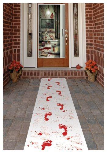 Pomysly_na_dekoracje_z_okazji_halloween_dywanik_z_krwawymi_sladami_stop