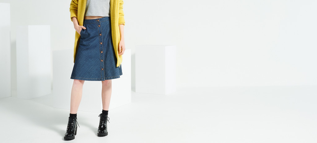 jeansowa spódnica z guzikami_reserved