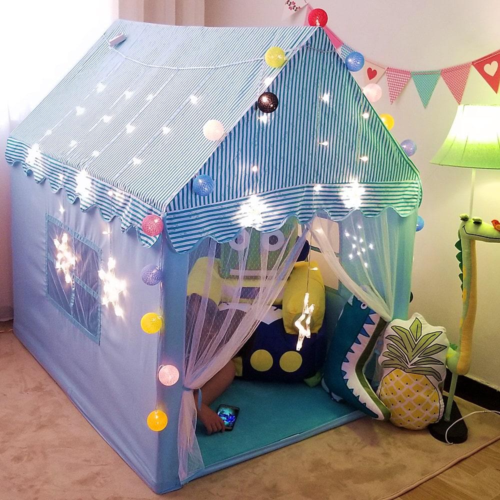 Kluczowa zabawka dzieciństwa - namiot w domu